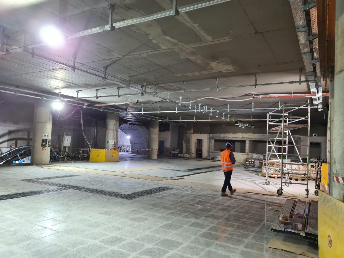 """Ο νέος σταθμός μετρό """"Δημοτικό Θέατρο"""" της επέκτασης προς Πειραιά - Πηγή φωτό: ypodomes.com"""