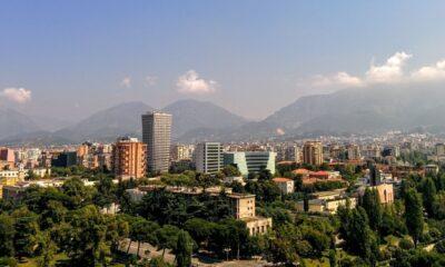 Άποψη των Τιράνων - Φωτογραφία αρχείου - Design by Canva